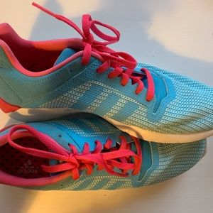size 5 US women's running shoes